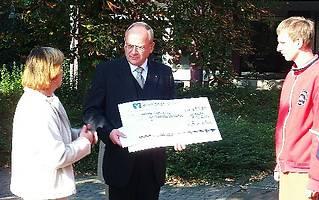 Scheckübergabe_2005